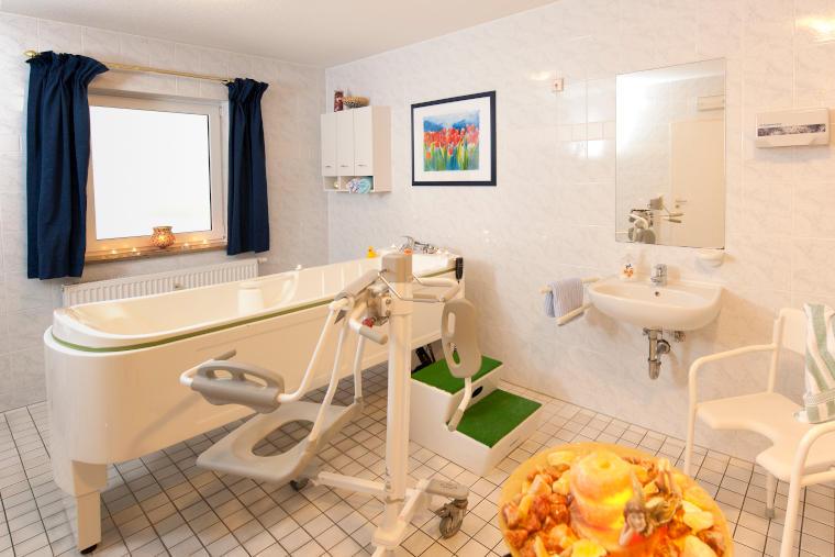 Bad mit allen nötigen Hilfsmitteln in der Altstadtresidenz Betreutes Wohnen Probsteder, Bad Griesbach